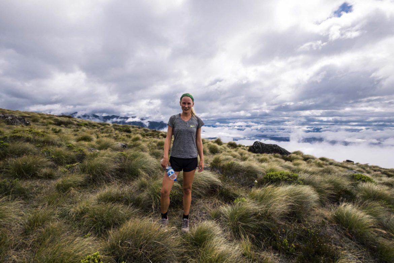 NZ: Onder die bewolking ligt 1000 meter lager Lake Manapouri