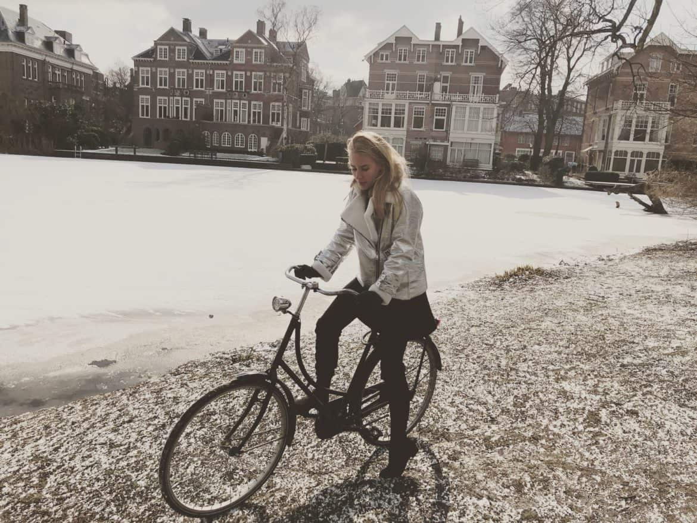 Charlotte Plans a Trip Amsterdam