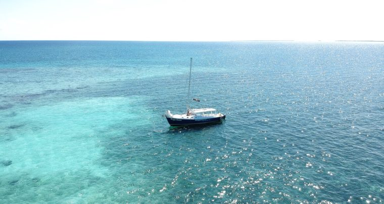 Travel Guide: Sailing in Belize with Raggamuffin