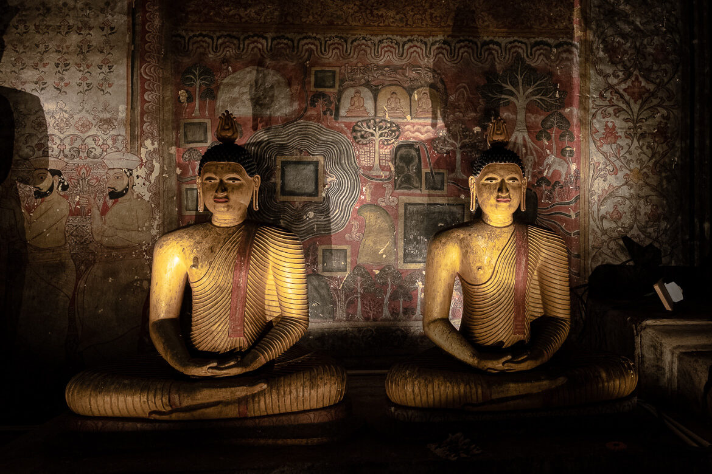Buddhas inside cave temples Dambulla